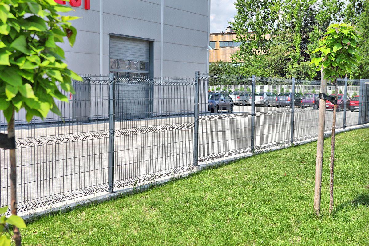 21-WISNIOWSKI-ogrodzenia-panelowe-Vega-B-na-slupkach-Beta-na-stopach-compressor